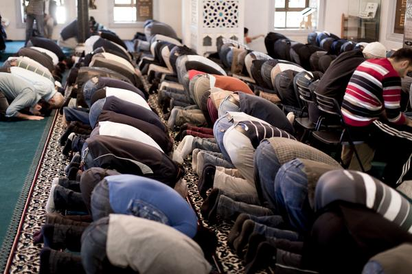 company bans Muslim prayer